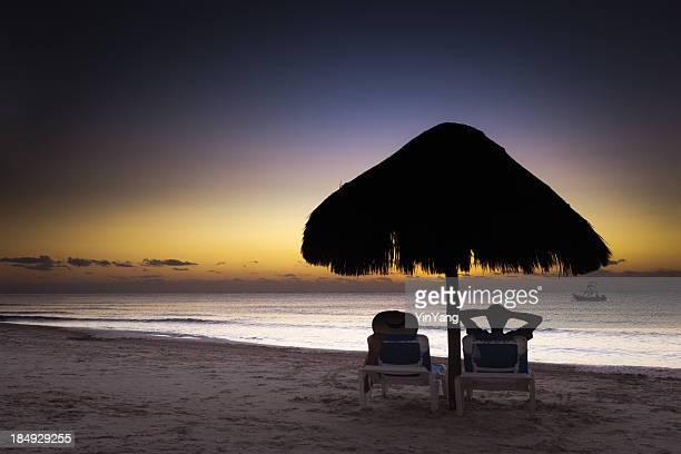 Vacaciones románticas con el amanecer en Playa del Carmen Riviera Maya