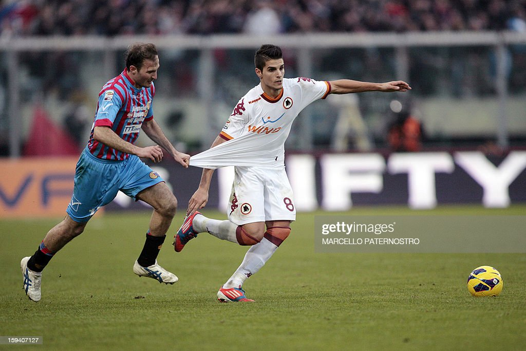AS Roma's Argentinian forward Eric Lamela (R) vies with Catania's defender Giovanni Marchese during an Italian Serie A football match at Massimino Stadium on January 13, 2013 in Catania. AFP PHOTO / Marcello PATERNOSTRO