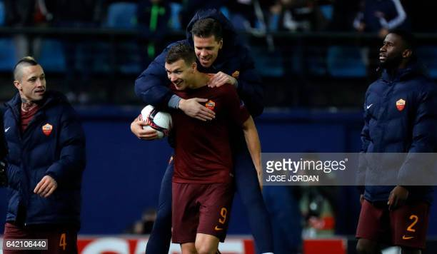 Roma's Bosnian forward Edin Dzeko celebrates at the end of the Europa League round of 32 first leg football match Villarreal CF vs AS Roma at El...