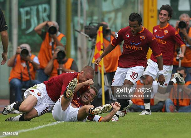 AS Roma's captain Francesco Totti jubilates with teammates Daniele De Rossi Brazilian Aleandro Mancini and Alberto Aquilani after scoring against...