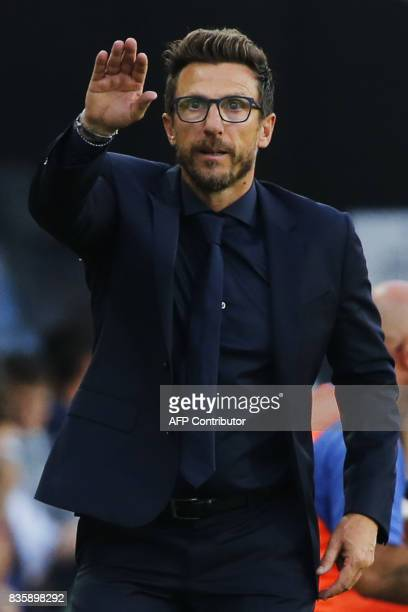 AS Roma's coach Eusebio Di Francesco gestures during the Italian Serie A football match Atalanta vs AS Roma on August 20 2017 at the Atleti Azzurri...