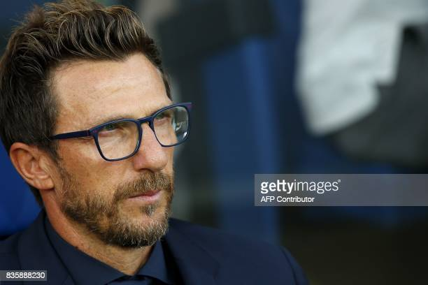 AS Roma's coach Eusebio Di Francesco looks on during the Italian Serie A football match between Atalanta and AS Roma on August 20 2017 at the Atleti...