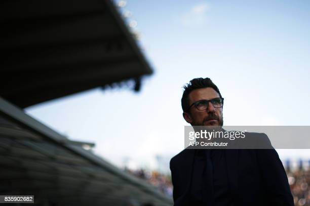 AS Roma's coach Eusebio Di Francesco looks on during the Italian Serie A football match Atalanta vs AS Roma on August 20 2017 at the Atleti Azzurri...