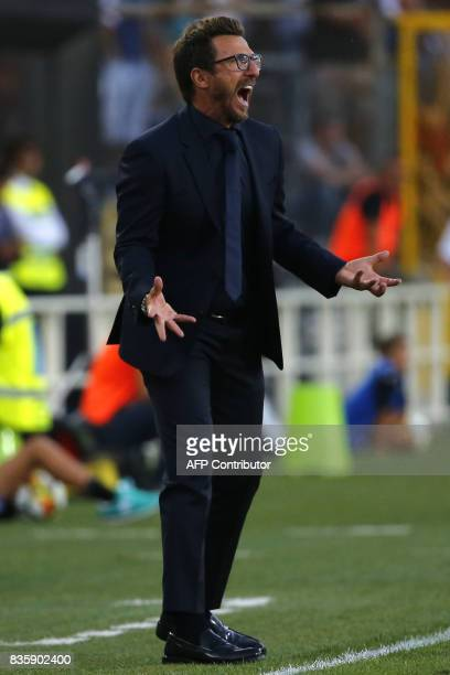 AS Roma's coach Eusebio Di Francesco reacts during the Italian Serie A football match between Atalanta and AS Roma on August 20 2017 at the Atleti...