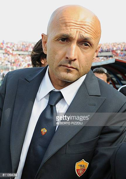 AS Roma's coach Lucianno Spalletti leaves the field at the end of Catania vs AS Roma Italian 'Serie A' football match at Angelo Massimino stadium in...