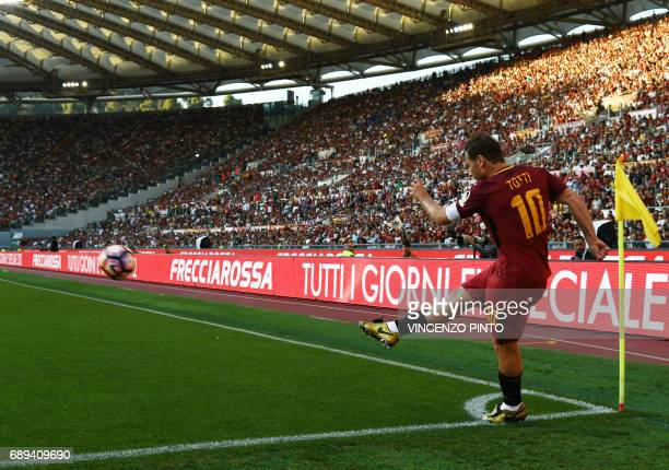 AS Roma's forward and captain Francesco Totti kicks a corner during the Italian Serie A football match AS Roma vs Genoa on May 28 2017 at the Olympic...