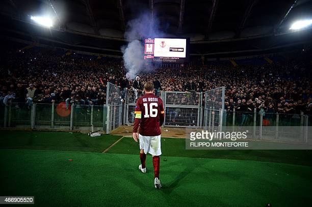 Roma's forward Daniele De Rossi goes to talk with fans after being defeated 03 during the Europa League Round of 16 second leg football match Roma vs...
