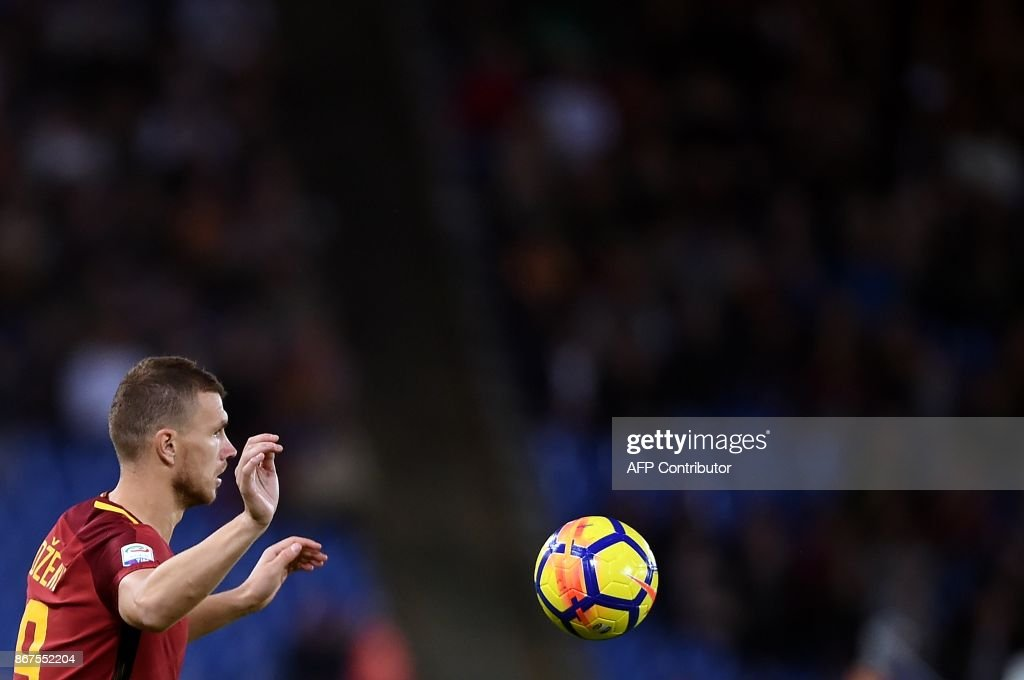 Roma's forward from Bosnia Erzegovina Edin Dzeko eyes the ball during the Italian Serie A football match Roma vs Bologna on October 28, 2017 at the Olympic Stadium in Rome. /