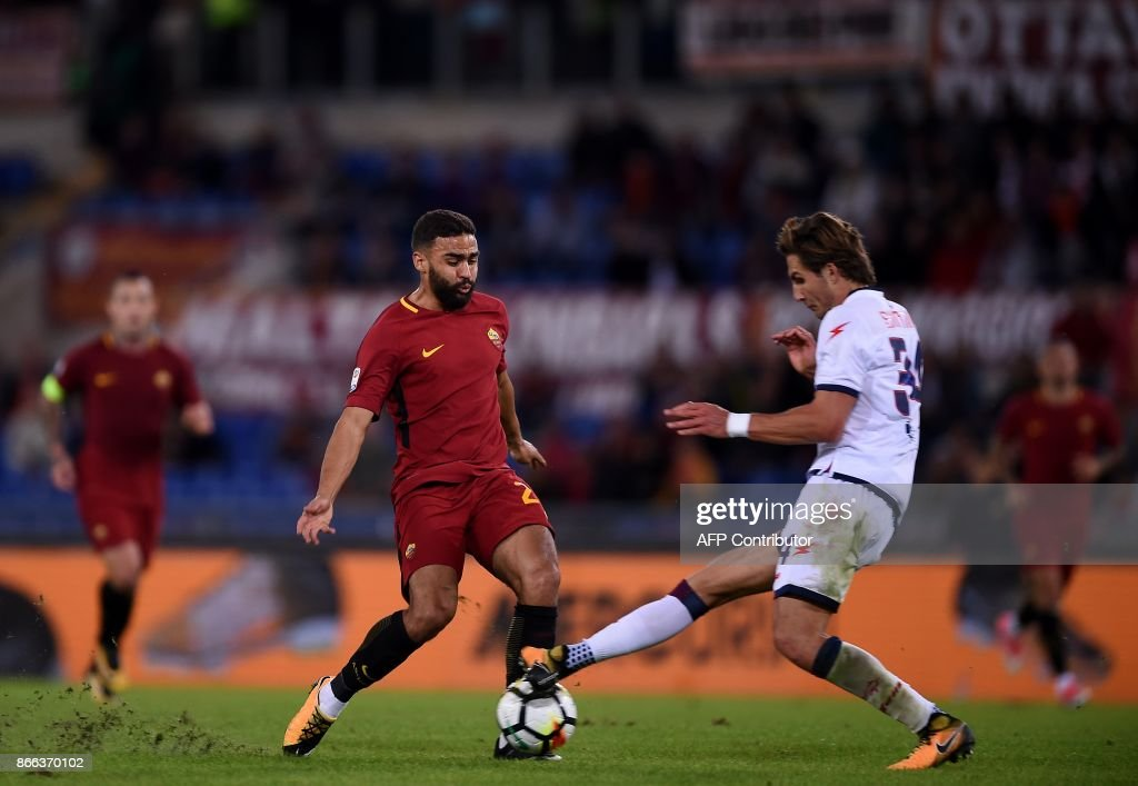 Roma's forward from France Gregoire Defrel (L) vies wth Crotone Czeck defender Stefan Simic during the Serie A football match Roma vs Crotone at the Olympic Stadium in Rome on October 25, 2017. /