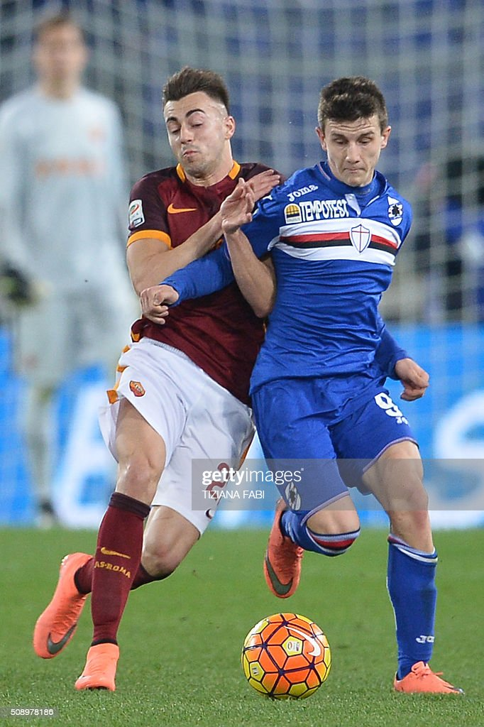Roma's forward from Italy Stephan El Shaarawy (L) fights for the ball with Sampdoria's forward from Spain Alejandro Rodriguez during the Italian Serie A football match AS Roma vs Sampdoria at the Olympic Stadium in Rome on February 7, 2016. / AFP / TIZIANA FABI