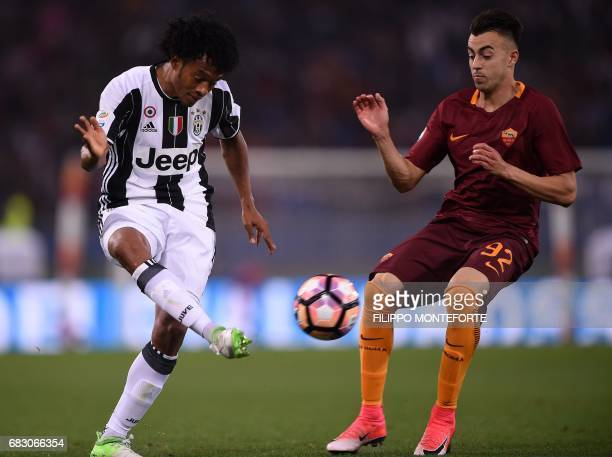 Roma's forward from Italy Stephan El Shaarawy vies with Juventus' midfielder from Colombia Juan Cuadrado during the Italian Serie A football match...