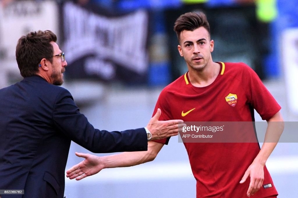 AS Roma's forward Stephan El Shaarawy (R) is congratulated by AS Roma's head coach Eusebio Di Francesco after scoring a goal during the Italian Serie A football match AS Roma vs Udinese on September 23, 2017 at the Olympic stadium in Rome. / AFP PHOTO / Vincenzo PINTO