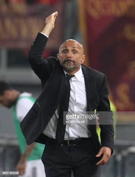 Roma's Italian coach Luciano Spalletti gestures during the Italian Serie A football match AS Roma vs Juventus FC at the Olimpico Stadium AS Roma wins...
