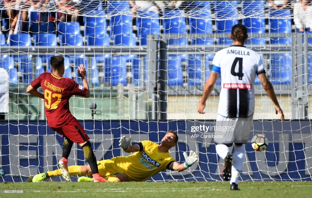 AS Roma's Italian forward Stephan el Shaarawy (L) scores against Udinese during the Italian Serie A football match between AS Roma and Udinese on September 23, 2017 at the Olympic stadium in Rome. / AFP PHOTO / Vincenzo PINTO