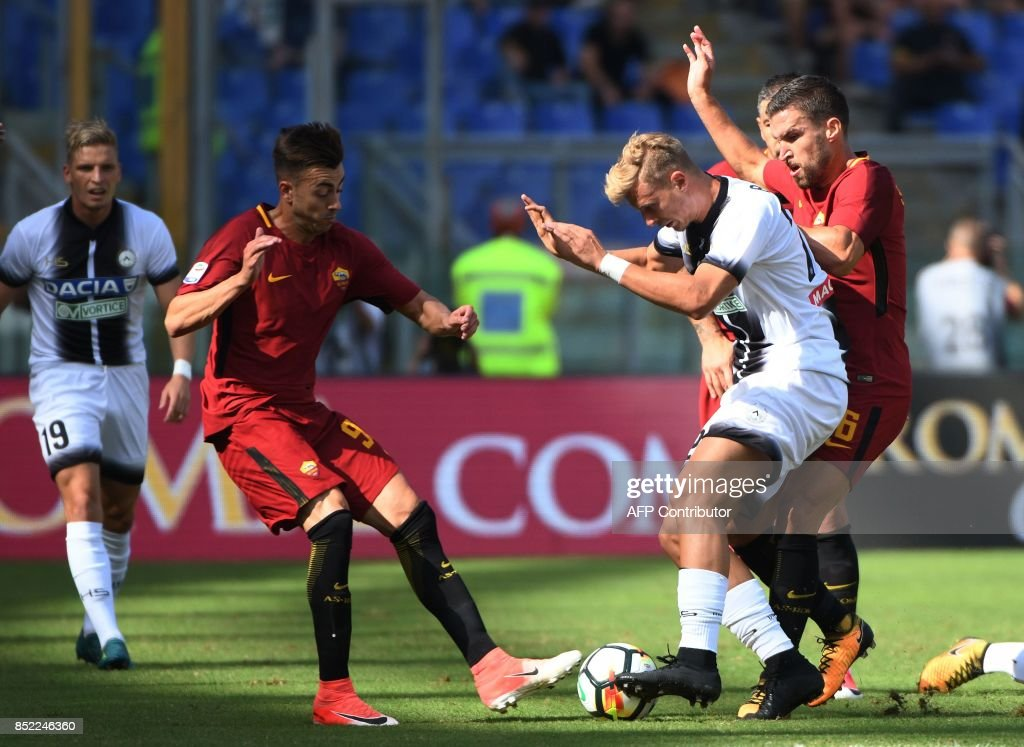 AS Roma's Italian forward Stephan el Shaarawy (L) vies with Udinese Czech midfielder Antonin Barak (C) during the Italian Serie A football match AS Roma vs Udinese on September 23, 2017 at the Olympic stadium in Rome. / AFP PHOTO / Vincenzo PINTO