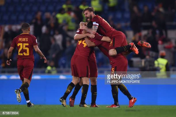 Roma's Italian midfielder Daniele De Rossi celebrates with teammates at the end of the Italian Serie A football match AS Roma vs Lazio on November 18...