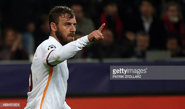 Roma's midfielder Daniele De Rossi celebrates scoring during the Group E firstleg UEFA Champions League football match Bayer Leverkusen vs AS Roma in...