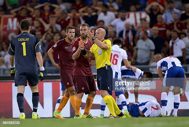 Roma's midfielder Daniele De Rossi receives a red card during the UEFA Champions League second leg play off football match between Roma and Porto at...