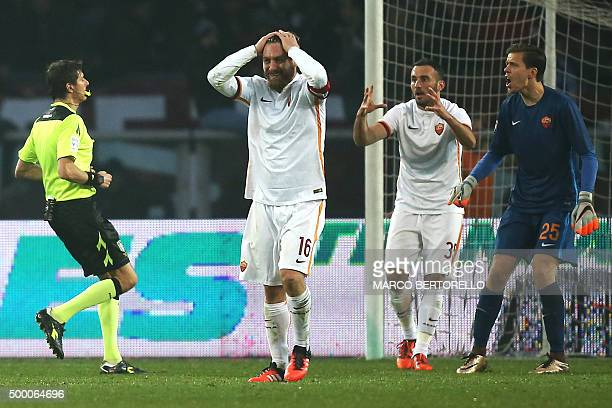 Roma's midfielder Daniele De Rossi Roma's defender from Greece Vasilis Torosidis and Roma's goalkeeper from Poland Wojciech Szczesny react during the...