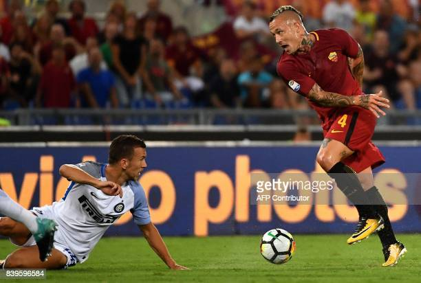 Roma's midfielder from Belgium Radja Nainggolan controls the ball during the Italian Serie A football match Roma vs Inter Milan on August 26 2017 at...