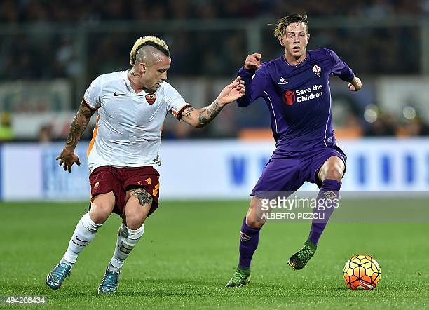 Roma's midfielder from Belgium Radja Nianggolan fights for the ball with Fiorentina's forward from Italy Federico Bernardeschi during the Italian...