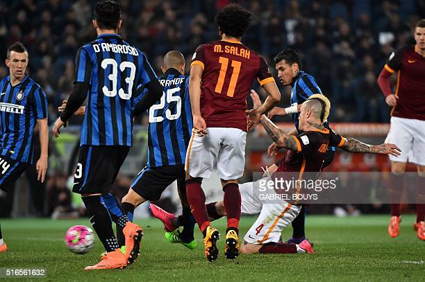 Roma's midfielder from Belgium Radja Nianggolan scores during the Italian Serie A football match between AS Roma and Inter Milan on March 19 2016 at...