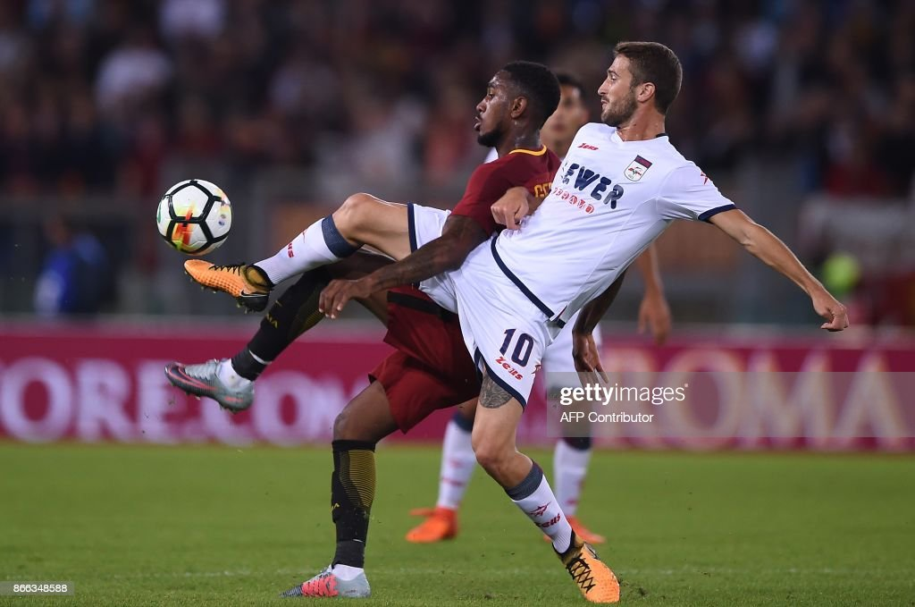 Roma's midfielder from Brazil Gerson Santos da Silva (L) vies with Crotone midfielder Andrea Barberis during the Serie A football match Roma vs Crotone at the Olympic Stadium in Rome on October 25, 2017. /
