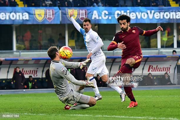 Roma's midfielder from Egypt Mohamed Salah fights for the ball with Chievo's goalkeeper from Argentina Albano Bizzarri during the Italian Serie A...