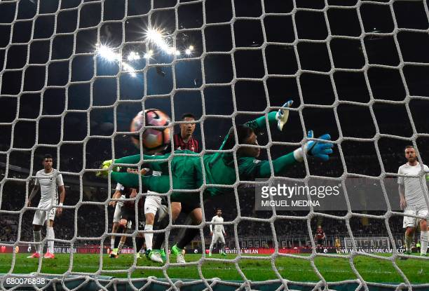 AS Roma's Polish goalkeeper Wojciech Szczesny fails to stop a goal scored by AC Milan's Croatian midfielder Mario Pasalic during the Italian Serie A...