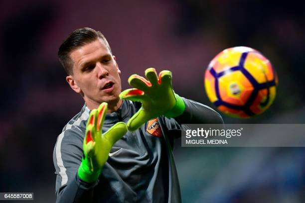 AS Roma's Polish goalkeeper Wojciech Szczesny warms up prior to the the Italian Serie A football match Inter Milan vs AS Roma at the San Siro stadium...