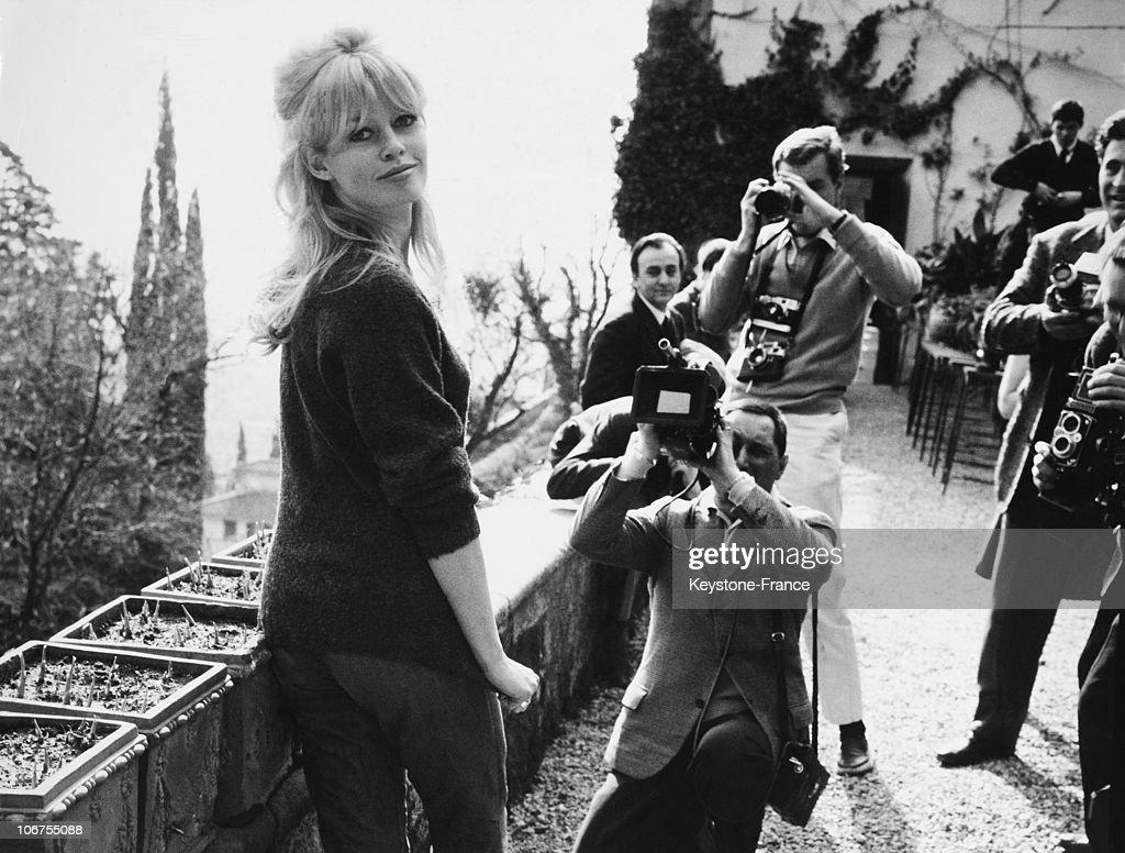 Rome Brigitte Bardot And Photographers In 1962