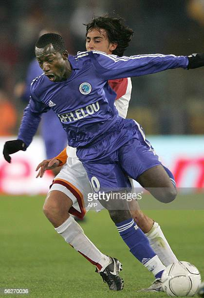 AS Roma's Alberto Aquilani vies with Amara Diane of RC Strasbourg during Group E UEFA Cup football match 24 November 2005 in Rome's Olympic Stadium...