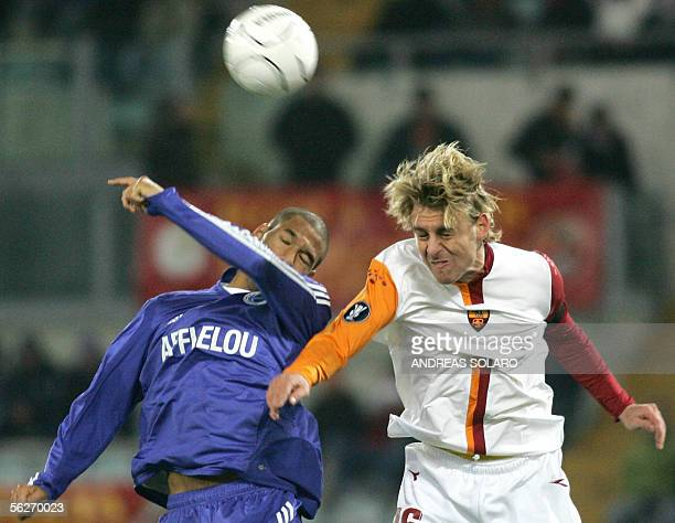 AS Roma's Daniele De Rossi vies wtih Habib Bellaid of RC Strasbourg during Group E UEFA Cup football match 24 November 2005 in Rome's Olympic Stadium...