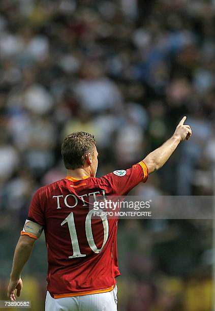 AS Roma's forward Francesco Totti acknoledges the supporters after scoring his first goal against Sampdoria during their Italian serie A football...