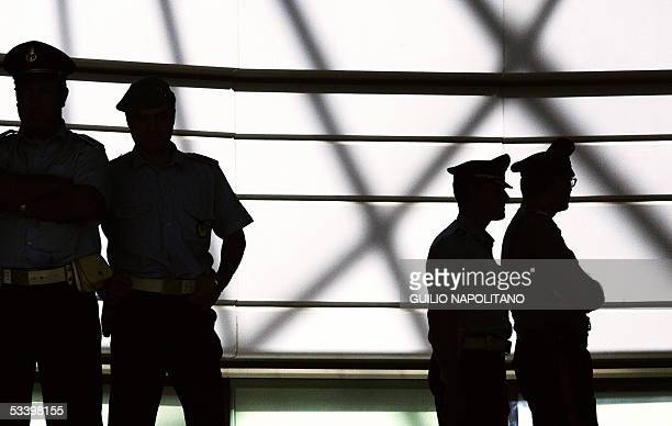 Italian Carabinieri stand in front of court in Rome 17 August 2005 during the hearing of London bombing terrorist Hamdi Issac also known as Osman...