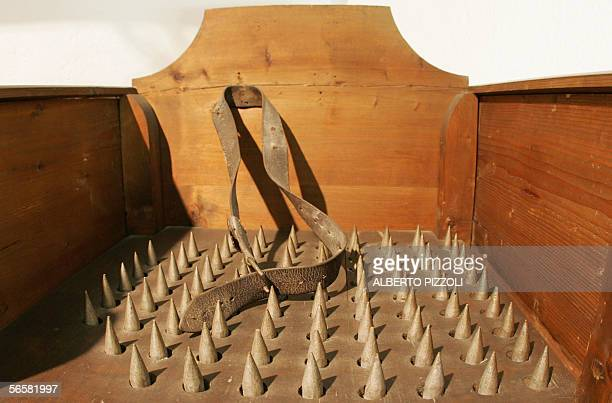 TO GO WITH AFP STORY 'Le 'taureau de feu' et la guillotine des papes au musee du crime a Rome' 'The torture chair' a chair with spikes which was used...