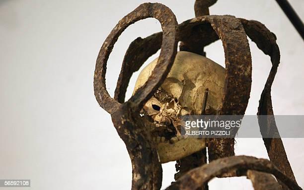 TO GO WITH AFP STORY 'Le 'taureau de feu' et la guillotine des papes au musee du crime a Rome' 'The Milazzo Cage' an iron cage containing a human...