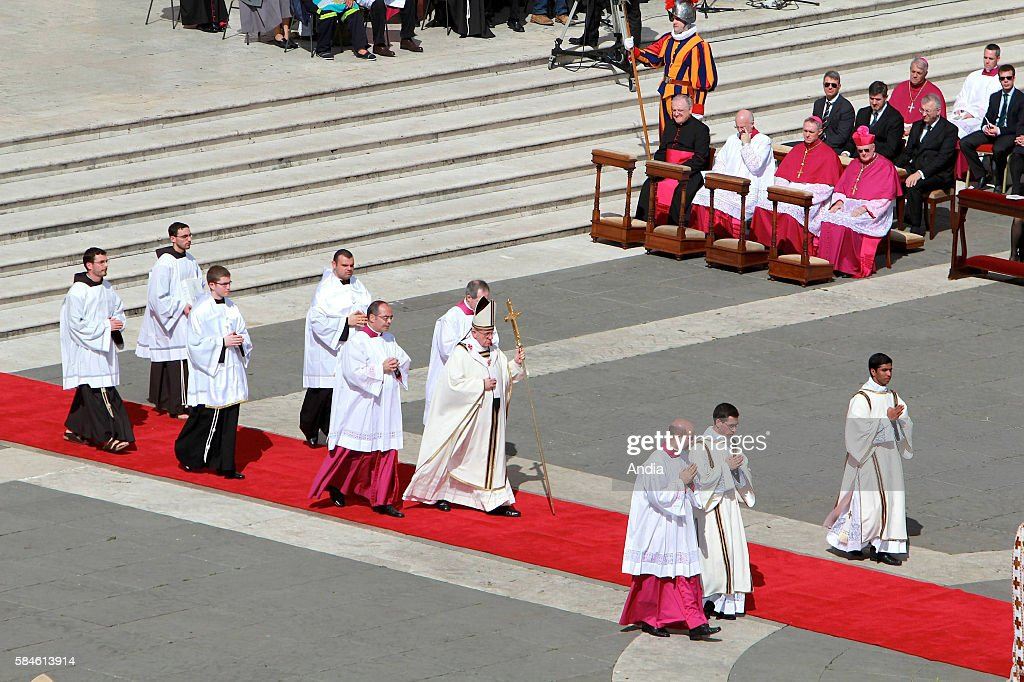 Sacrament ceremony of new Pope Francis on St Peter's Square new Pope called for respect in front of more than 100000 believers