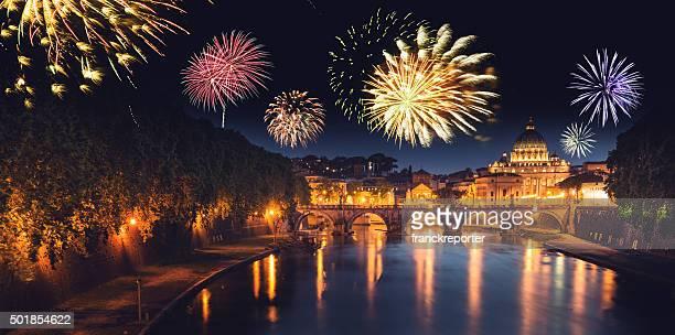 Rom skyline mit Feuerwerk im Hintergrund für Silvester