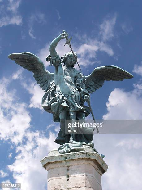 Rome-St. Michael estatua