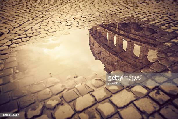 Rom-Wasser Reflexionen: Das Kolosseum