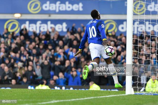 Romelu Lukaku celebrates his first goal during the Premier League match between Everton and Hull City at the Goodison Park on March 18 2017 in...