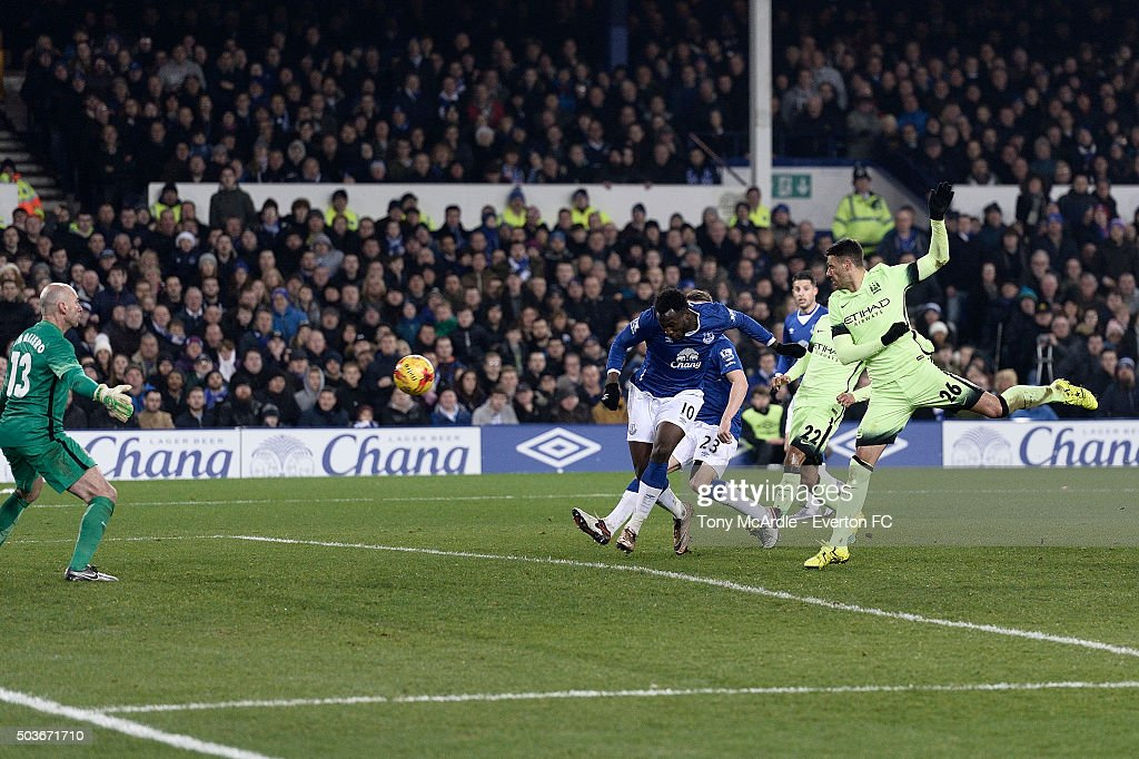 Romelu Lukaku heads to score during the Capital One Cup Semi Final: First Leg match between Everton and Manchester City at Goodison Park on January 06, 2016 in Liverpool, England.