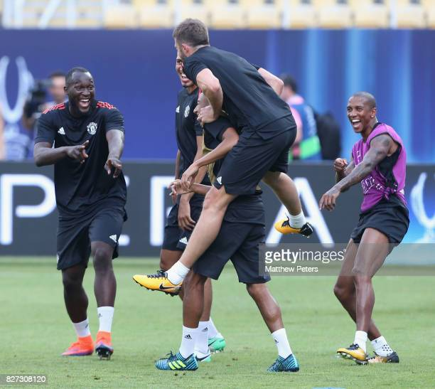 Romelu Lukaku Michael Carrick Jesse Lingard and Ashley Young of Manchester United in action during a training session ahead of the UEFA Super Cup...