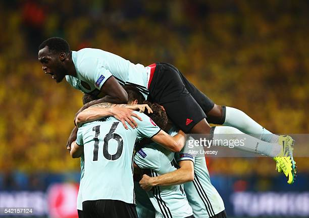 Romelu Lukaku of Belgium celebrates the goal scored by Radja Nainggolan of Belgium during the UEFA EURO 2016 Group E match between Sweden and Belgium...