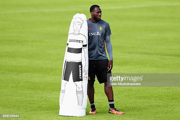 Romelu Lukaku of Belgium warms up during the Belgium Training Session held at Chateau du Haillan on June 10 2016 in Bordeaux France
