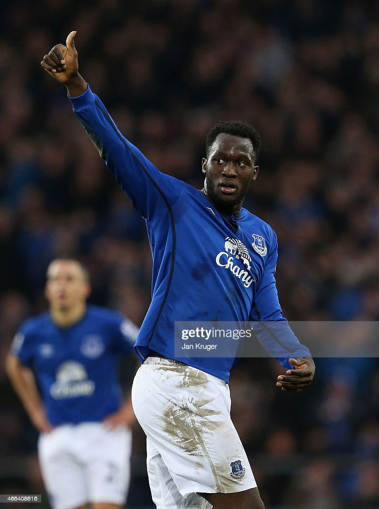 <a gi-track='captionPersonalityLinkClicked' href=/galleries/search?phrase=Romelu+Lukaku&family=editorial&specificpeople=6342802 ng-click='$event.stopPropagation()'>Romelu Lukaku</a> of Everton acknowledges the fans during the Barclays Premier League match between Everton and Newcastle United at Goodison Park on March 15, 2015 in Liverpool, England.