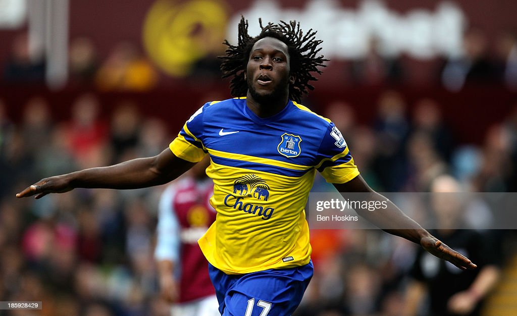 <a gi-track='captionPersonalityLinkClicked' href=/galleries/search?phrase=Romelu+Lukaku&family=editorial&specificpeople=6342802 ng-click='$event.stopPropagation()'>Romelu Lukaku</a> of Everton celebrates after scoring the opening goal of the game during the Barclays Premier League match between Aston Villa and Everton at Villa Park on October 26, 2013 in Birmingham, England