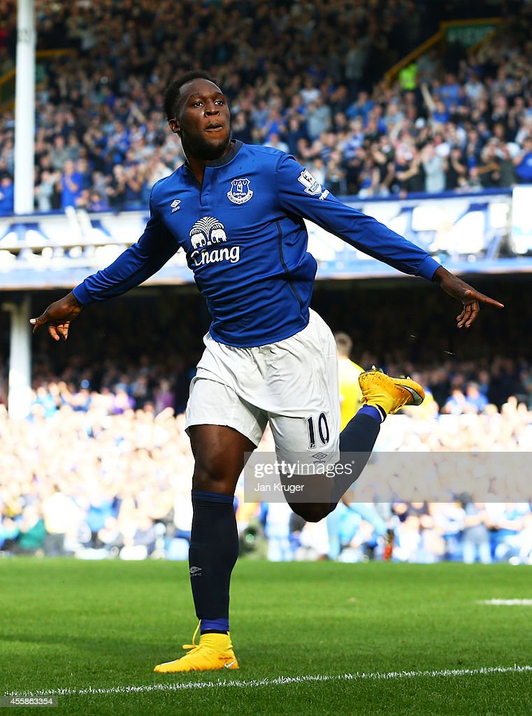 <a gi-track='captionPersonalityLinkClicked' href=/galleries/search?phrase=Romelu+Lukaku&family=editorial&specificpeople=6342802 ng-click='$event.stopPropagation()'>Romelu Lukaku</a> of Everton celebrates after scoring the opening goal during the Barclays Premier League match between Everton and Crystal Palace at Goodison Park on September 21, 2014 in Liverpool, England.
