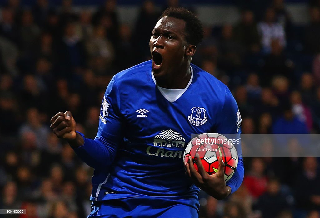 <a gi-track='captionPersonalityLinkClicked' href=/galleries/search?phrase=Romelu+Lukaku&family=editorial&specificpeople=6342802 ng-click='$event.stopPropagation()'>Romelu Lukaku</a> of Everton celebrates as he scores their first goal during the Barclays Premier League match between West Bromwich Albion and Everton at The Hawthorns on September 28, 2015 in West Bromwich, United Kingdom.